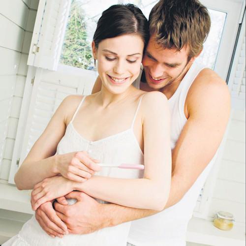 Мужчина и женщина в обнимку
