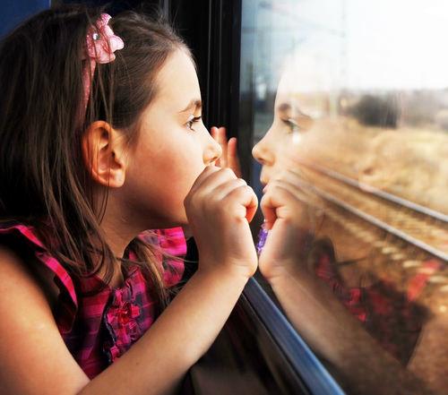 Девочка и поезд