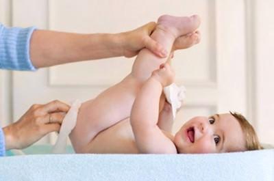 Ребенок и руки