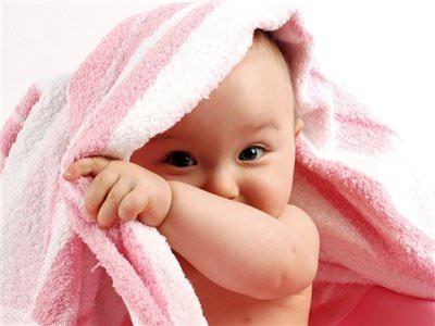 Ребенок и полотенце