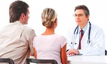 Семейная пара у врача