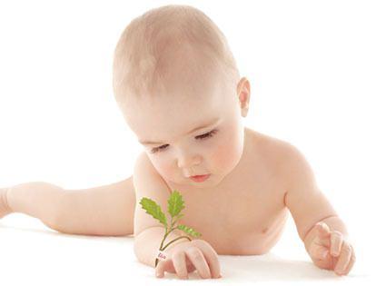 Малыш ползет