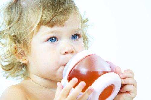 Ребенок и чашка