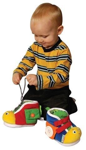 Ребенок и ботинки
