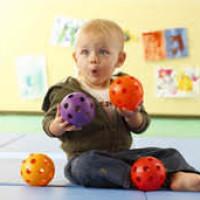 Ребенок и шары