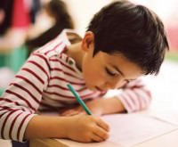 Ребенок и карандаш