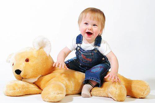 Ребенок и медведь