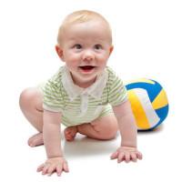 Малыш и мяч