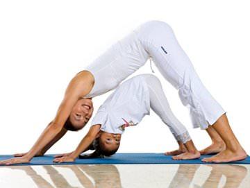 Мама и дочка йога