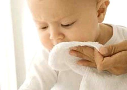 Ребенок и марля