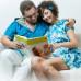 Муж и жена читают