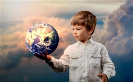 Мальчик и земной шар
