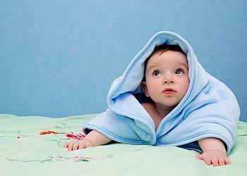 Младенец и полотенце