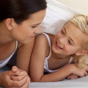 Мама и дочка общаются