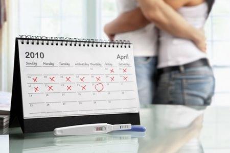 Календарь и семейная пара