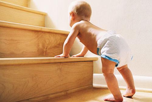 Ребенок и лестница