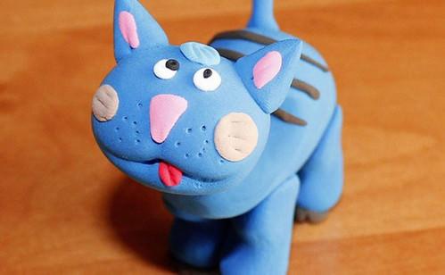 Синий кот из пластилина