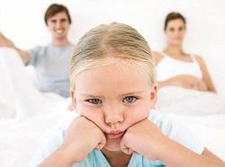 Девочка в обиде на родителей