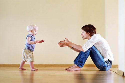 Мама и первые шаги ребенка