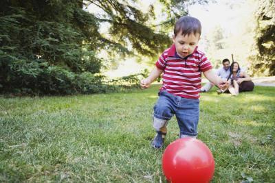 Мальчик и мяч