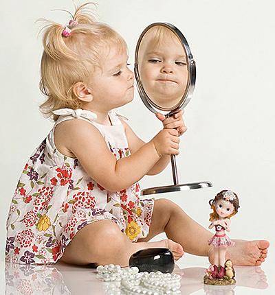 Девочка и зеркальце