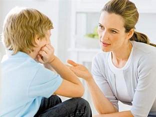 Мать общается с сыном