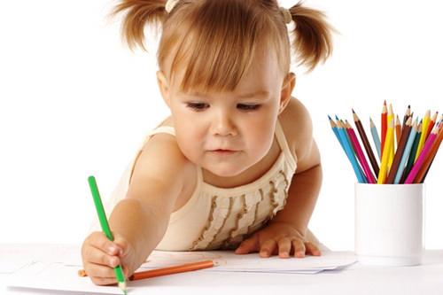Девочка и карандаши