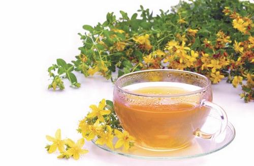 Чашка чая и ромашка