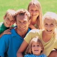 Семья и трое детей