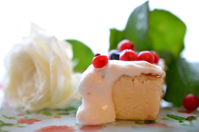 творожная запеканка со сметаной и ягодой