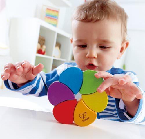 В каком возрасте ребенок должен различать цвета