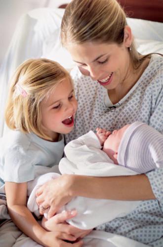 Двое детей и мама