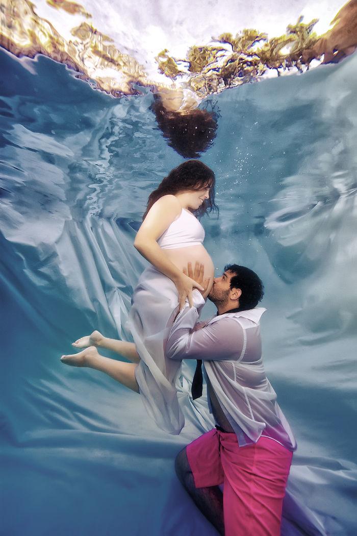 Беременные фото в воде 77