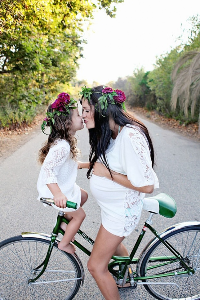 7659660-R3L8T8D-650-like-mother-like-daughter-funny-photography-15