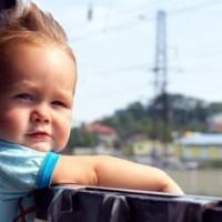 Ребенок и поезд