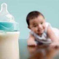 Бутылочка и малыш