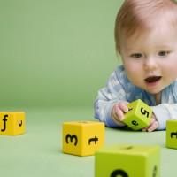 Ребенок играет