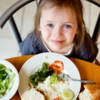 Ребенок и салат